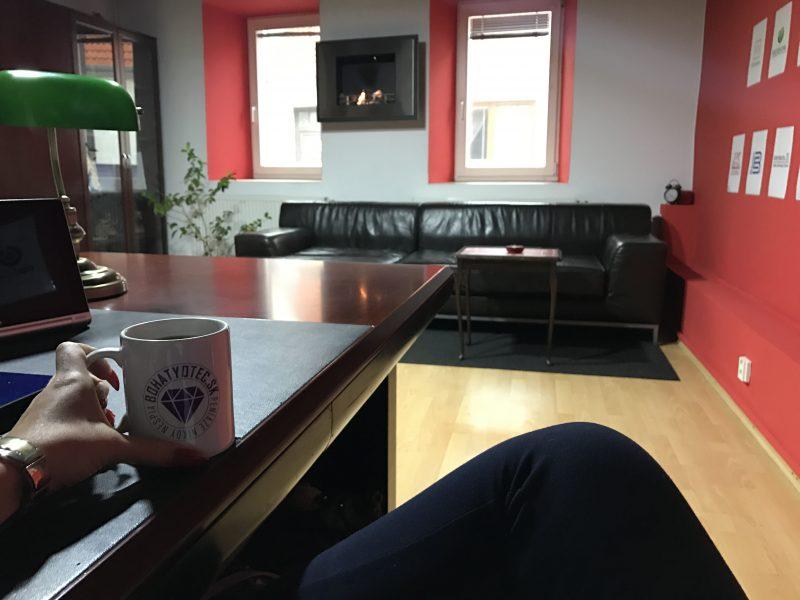 hrnček bohatyotc.sk v pracovni