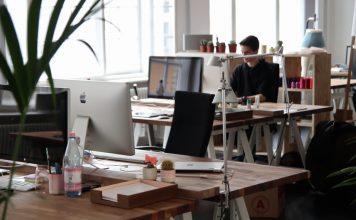Záujem o prácu v kanceláriách výrazne rastie. Prečo majú ľudia záujem práve o takýto typ práce?