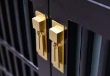 Kovové skrine na zamykanie