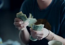 Ako dosiahnuť finančný dôchodok skôr a nepracovať pre peniaze celý život