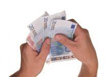 Vstupný poplatok vs. priebežné poplatky. Čo je v investovaní výhodnejšie?