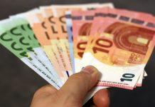 Je lepšie splácať hypotéku alebo peniaze investovať?